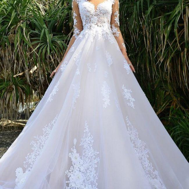 Come la preferite la gonna del vostro abito da sposa? Ricamata oppure semplice? 1