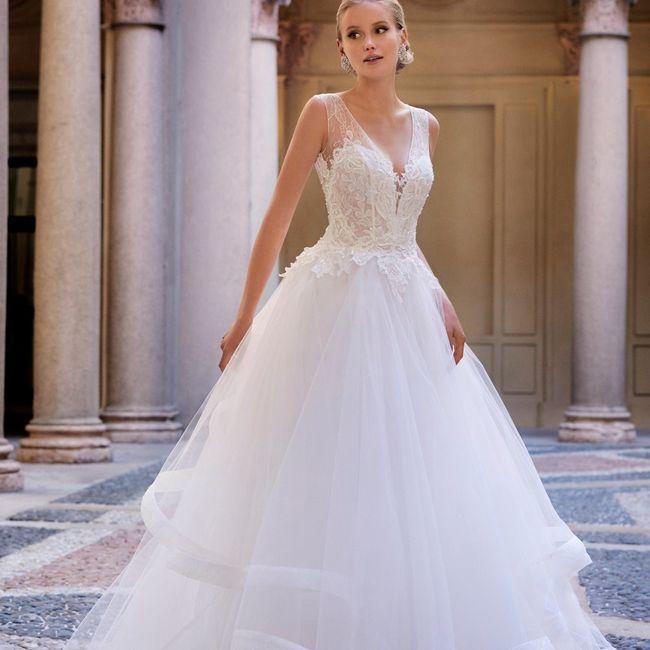 Preferite un abito da sposa scollato oppure con lo spacco? 1