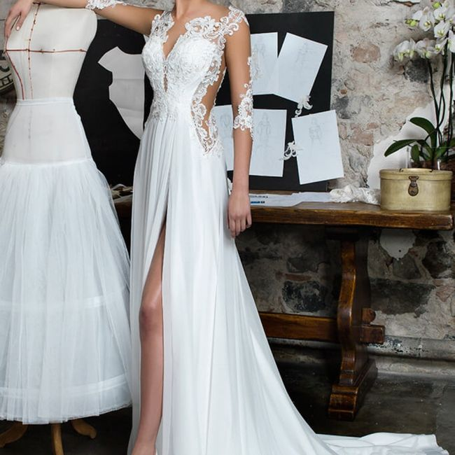 Preferite un abito da sposa scollato oppure con lo spacco? 2