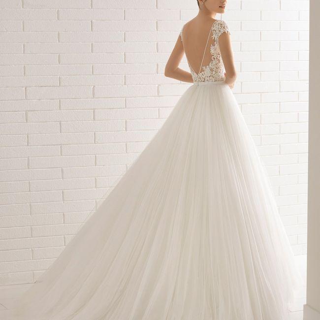 Meglio un abito da sposa con la schiena scoperta oppure con dei ricami? 1