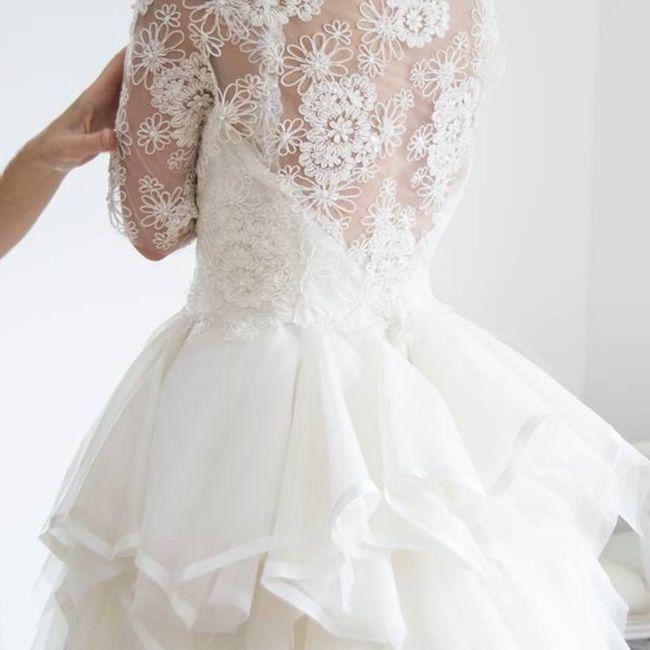Meglio un abito da sposa con la schiena scoperta oppure con dei ricami? 2