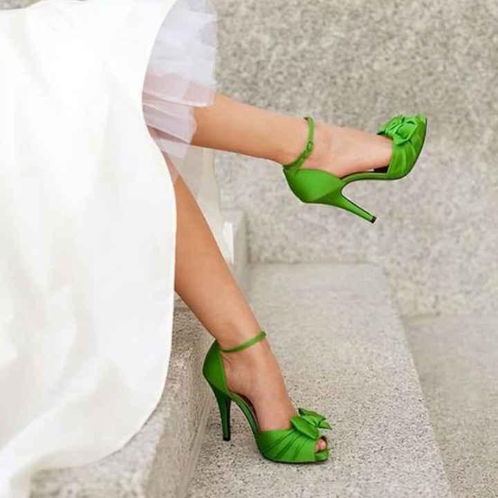 Sceglierete delle scarpe colorate, bianche oppure color nude? - 1