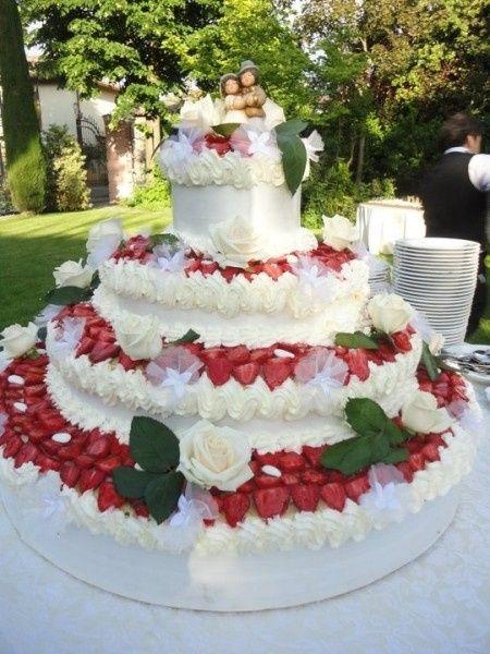 Torta nuziale classica all 39 italiana ricevimento di nozze for Piani domestici a forma di t