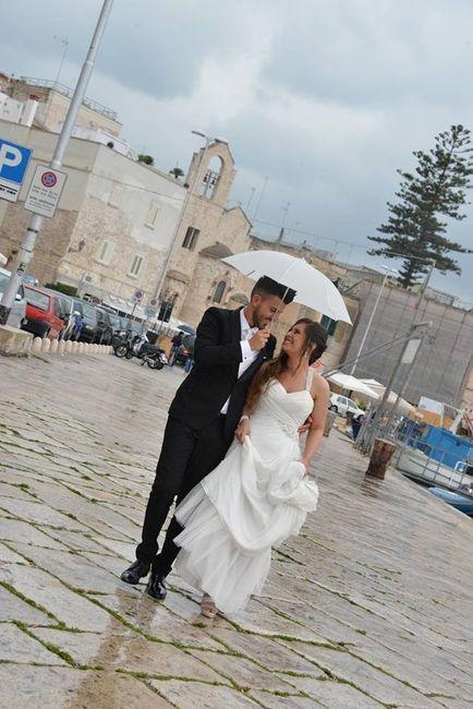 Sotto la pioggia foto neo spose for Sotto la pioggia ombrelli