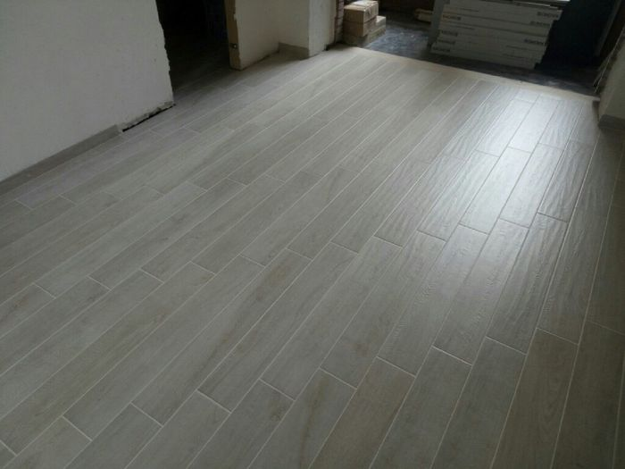 Pavimento senza fughe pavimento continuo in grigio with for Pavimento senza fughe