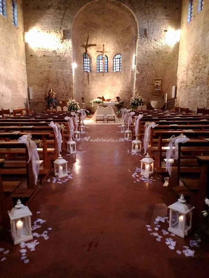 Idee addobbi esterno chiesa senza fiori - 4