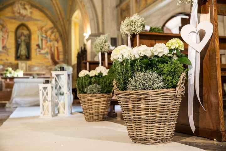 Idee addobbi esterno chiesa senza fiori - 5