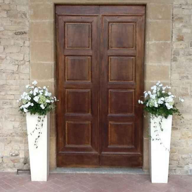 Idee addobbi esterno chiesa senza fiori - 7