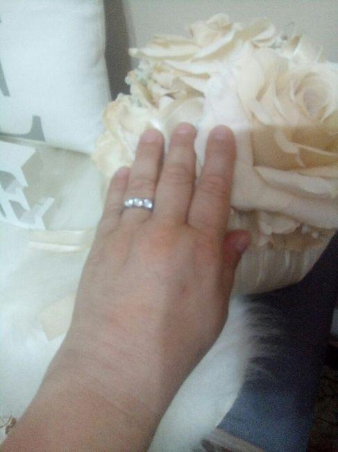 E ora mostraci una foto del tuo anello di fidanzamento! - 1