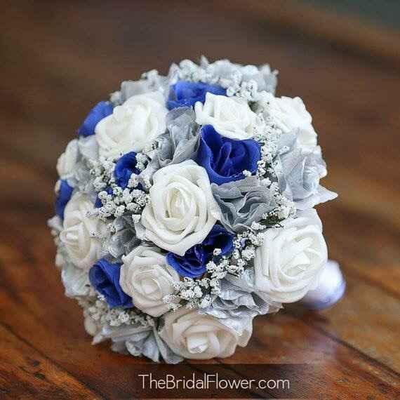 Vestito bianco con richiami blu il bouquet cime deve essere??? - 1
