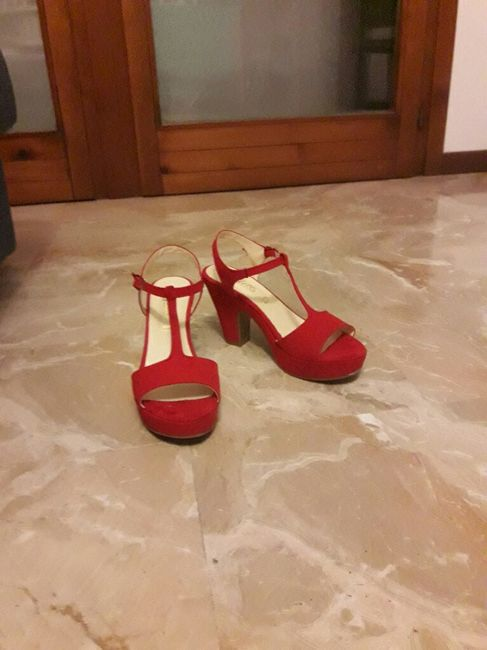 Scarpe rosse. vanno bene? 1