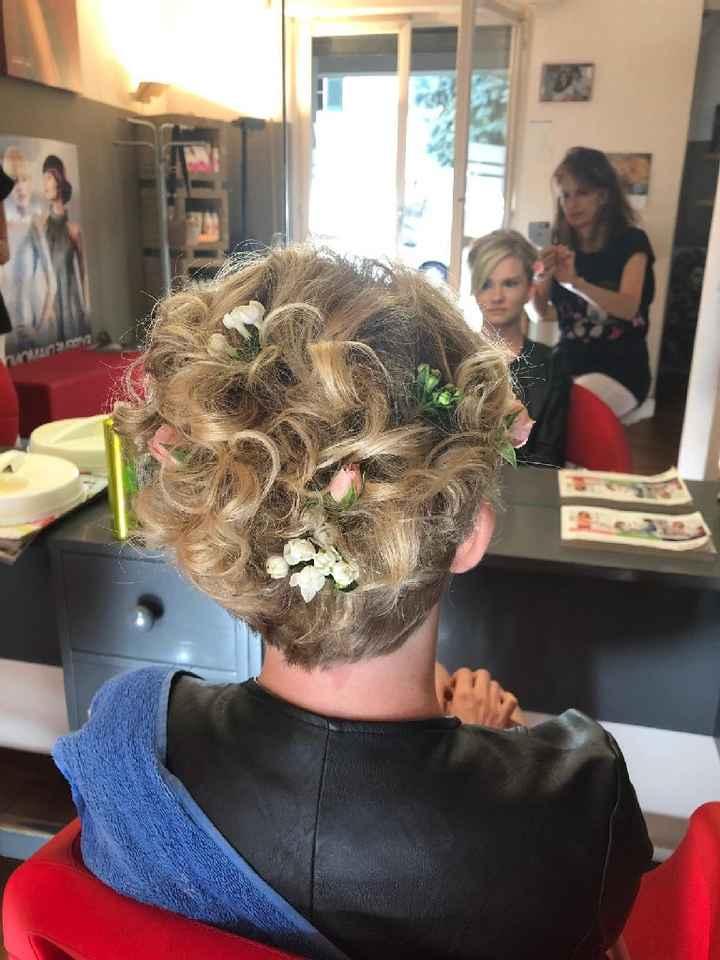 fiorellini tra i capelli - 1