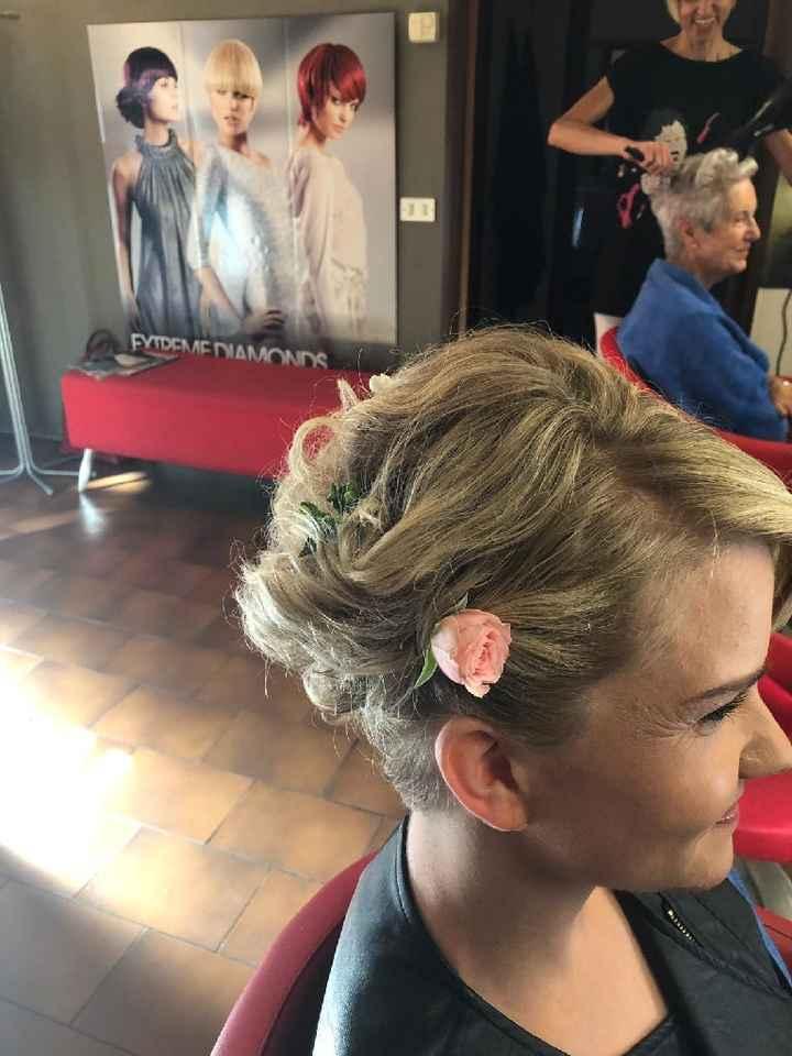 fiorellini tra i capelli - 2