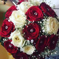 Bouquet con rose rosse 🌹 photos - 1