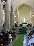 Posti a sedere sotto scalinata ma anche ai lati altare (100 posti circa)