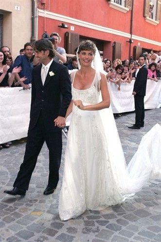 Bouquet Sposa Ilary Blasi.Abiti Sposa Vip Vip Forum Matrimonio Com