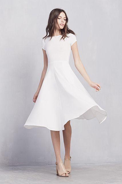 Vestito bianco a un matrimonio