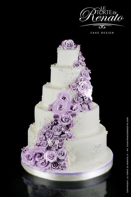 Le pi belle torte nuziali lilla ricevimento di nozze for Design a 3 piani
