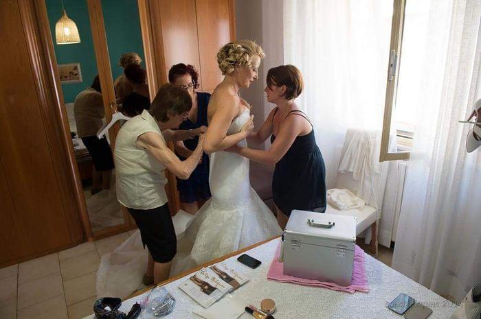 Chi aiuta la sposa a vestirsi? - 2