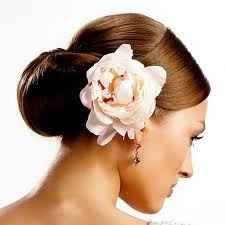 fiore tra capelli