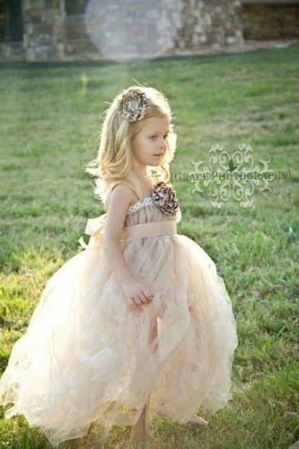 damigella. Questi sono gli abiti che preferisco... in particolare mi  piacerebbe che la bambina indossasse il secondo... spero che le piaccia!! 9b4671bfeef