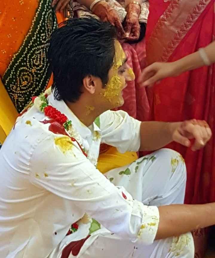 Lo sposo durante l'Haldi