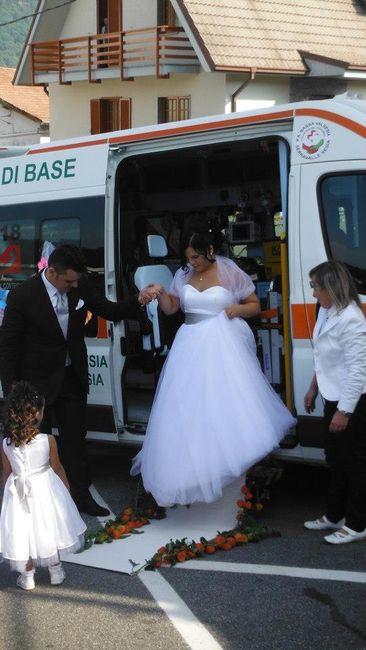 Matrimonio In Ambulanza : Arrivo in chiesa ambulanza organizzazione