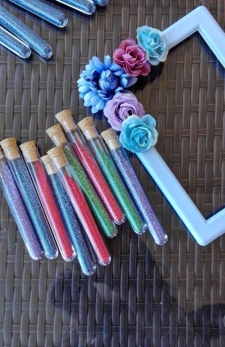 provette multicolor con cornice segnatavolo