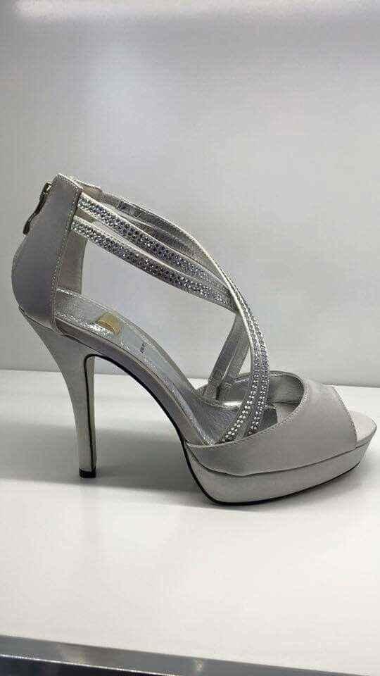 Cosa ve ne pare di queste scarpe? - 1