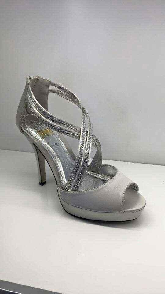 Cosa ve ne pare di queste scarpe? - 2