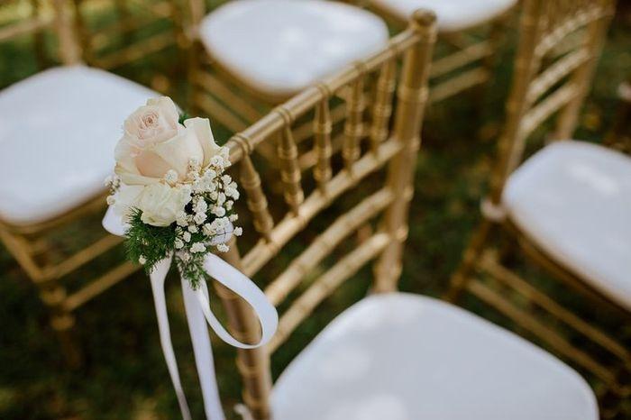 Matrimonio all'aperto: le sedie della cerimonia 1