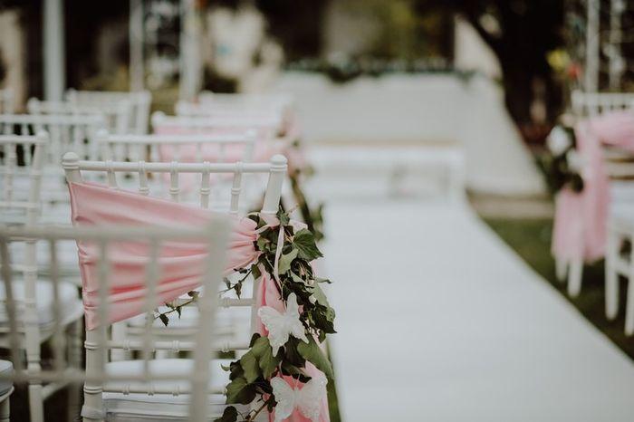 Matrimonio all'aperto: le sedie della cerimonia 2
