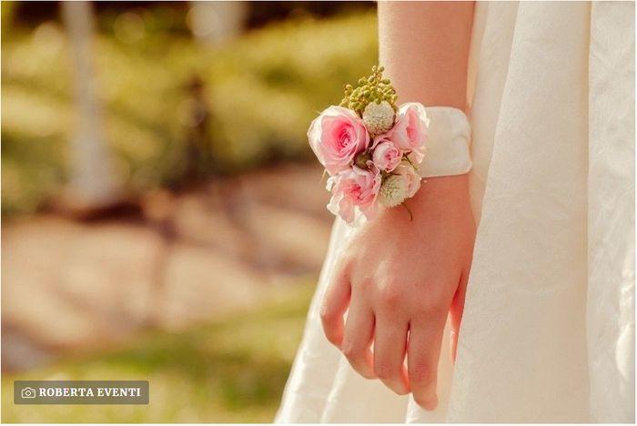Bouquet da polso per sposa: sì o no? 💐 1
