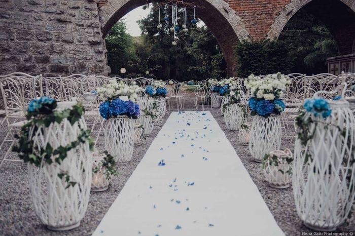 Decorerai il percorso verso l'altare con petali? 1