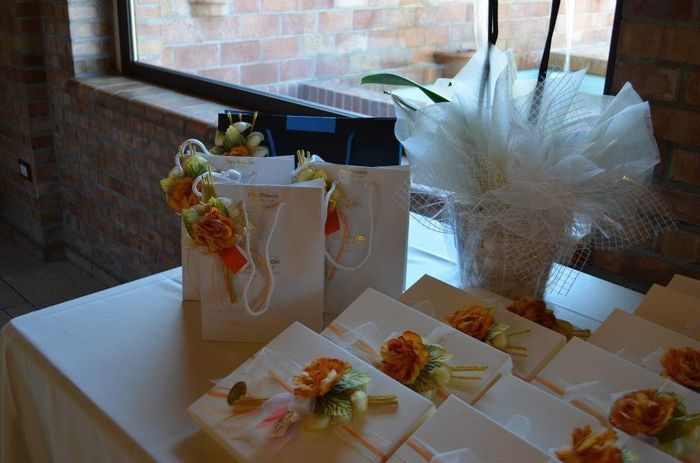 Tavolo bomboniere e regalo testimoni 1 foto vivere insieme for Regalo tavolo milano