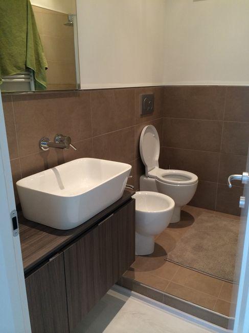 Bagno grigio scuro baden haus mobile da bagno cm rovereto for Idee bagni moderni