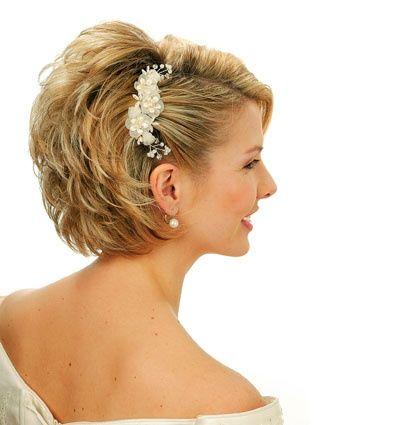 Acconciature da cerimonia per capelli corti – Tagli di capelli ... 0d75cda0222f