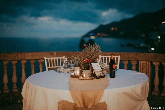 Quali decorazioni preferisci per il tavolo sposi? 2