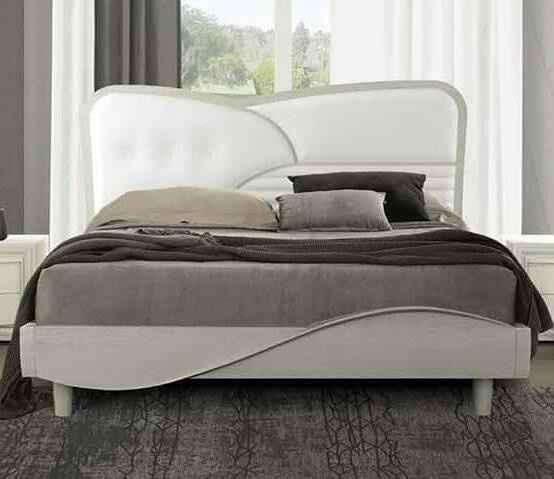 Letto con testata in pelle bianca con cornice e giroletto rovere gessato grigio chiarissimo