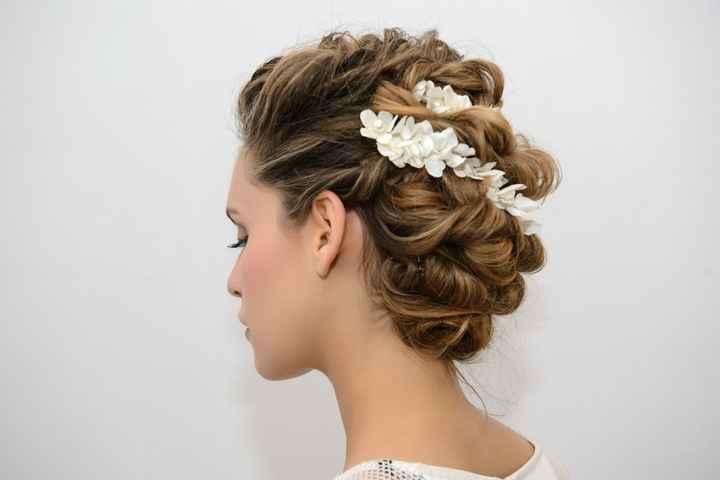 Idee acconciatura capelli lunghi tutti raccolti? - 2