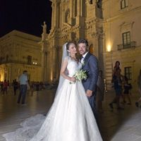 Gli sposi davanti al Duomo di Siracusa