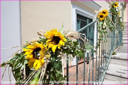 Composizioni Con Girasoli Matrimonio : Addobbo scale con girasoli particolare foto