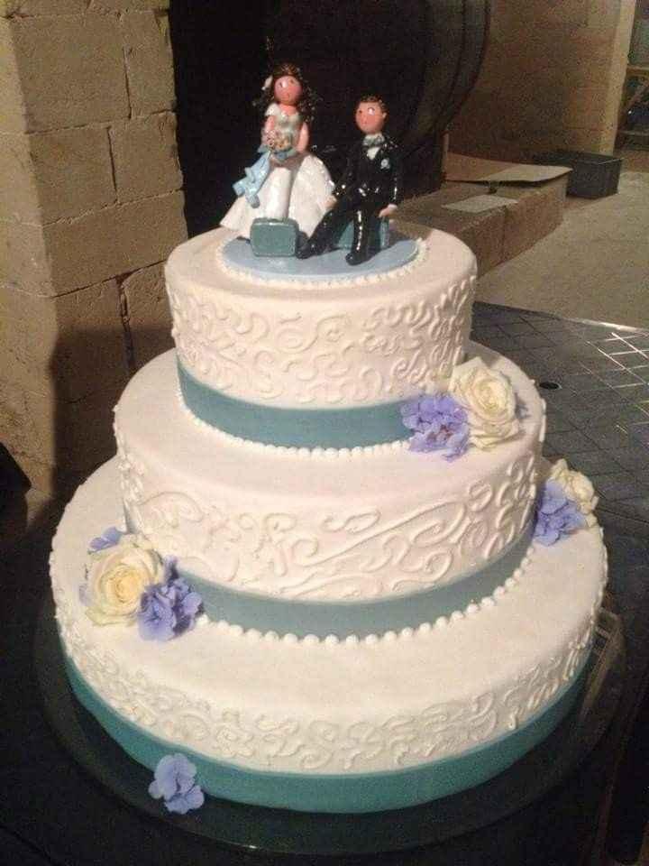 torta con cake topper con valigie