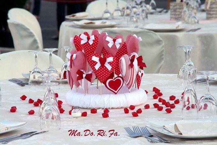 Centrotavola Matrimonio Stile Rustico : Confermato il tema rosso con pois bianchi che per