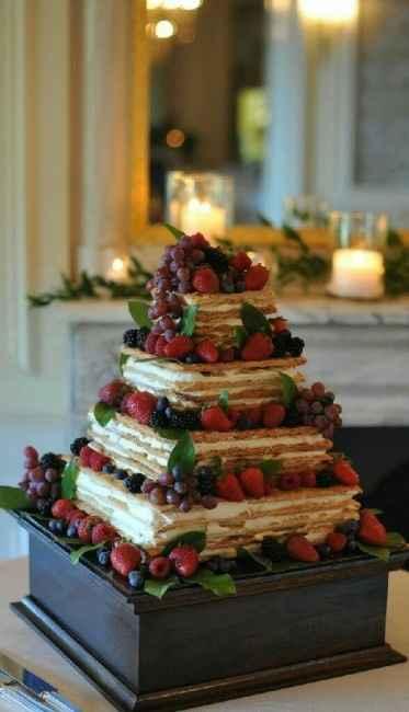 Mille Foglie a piani con crema pasticcera e frutti rossi