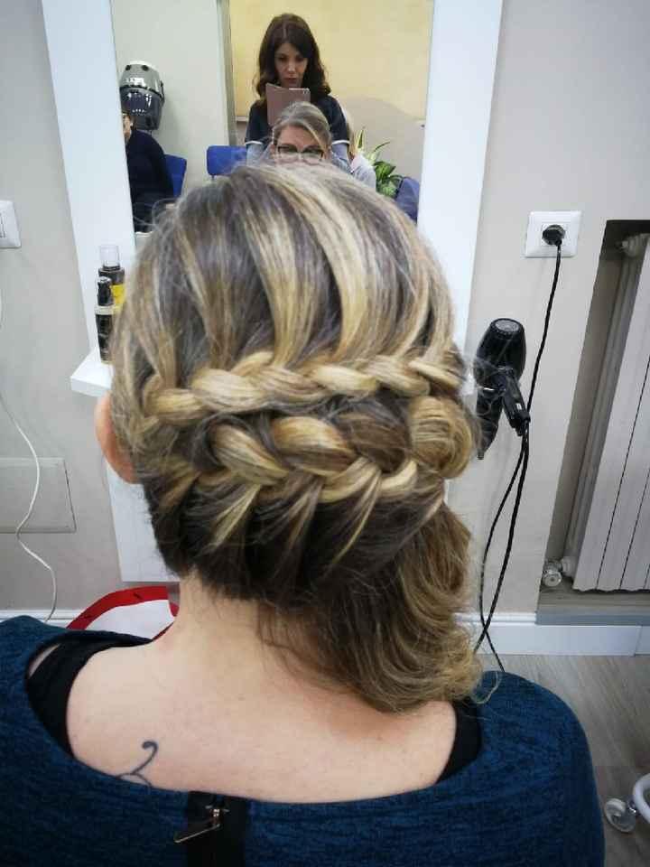 Acconciatura capelli medio lunghi - 1