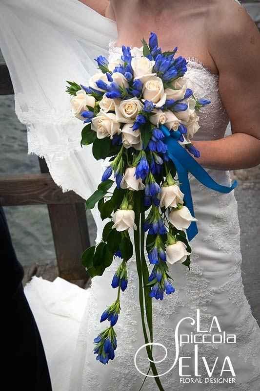 Bouquet con fiori azzurri - 1