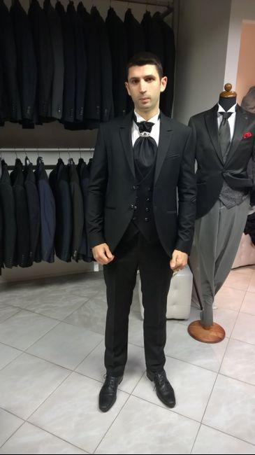 foto uomo nero giacca e cravattapoi