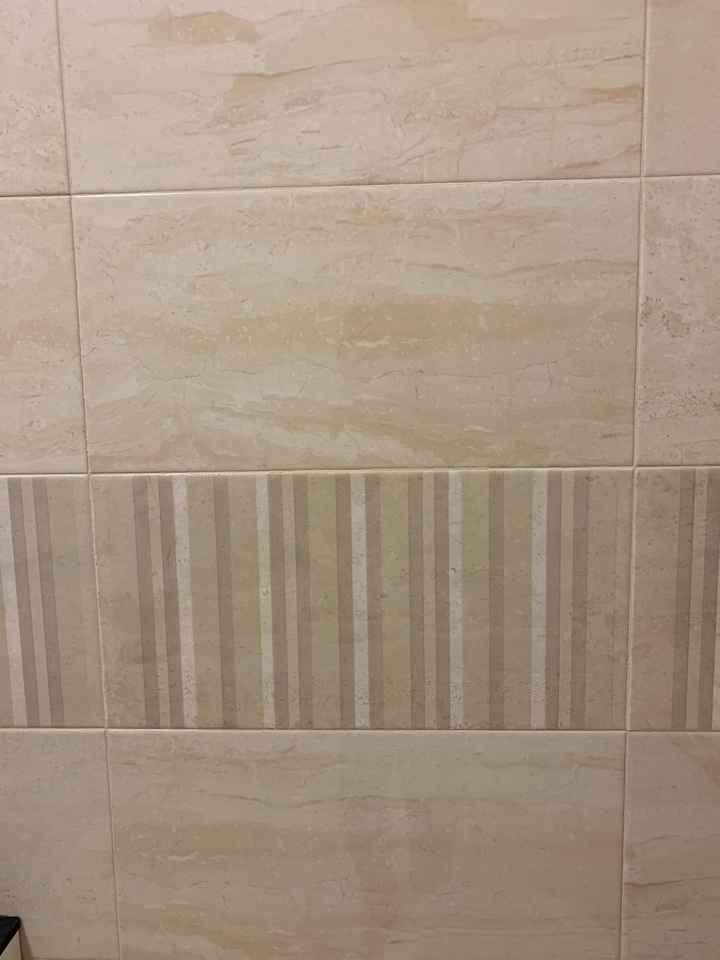 Bagno con pavimento finto marmo - 1