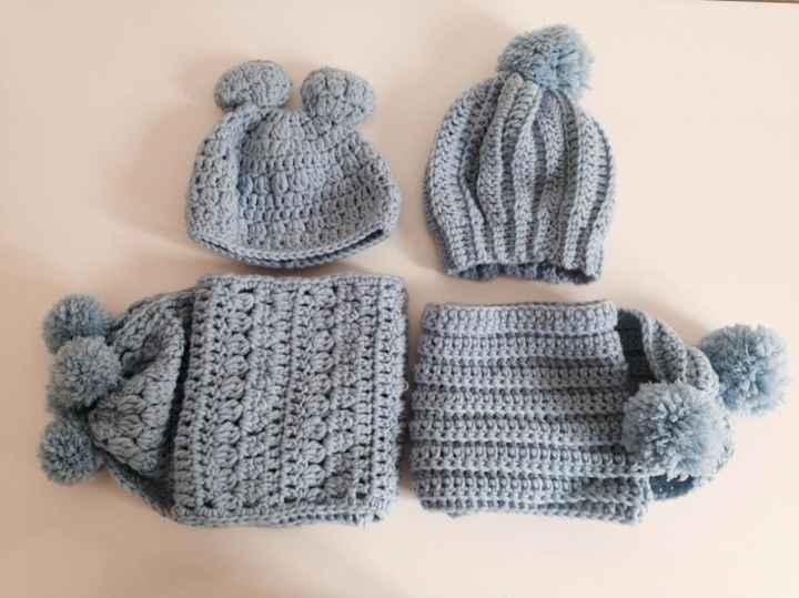 cappellini e sciarpe all'uncinetto
